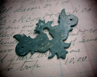 Vintage Metal Keyhole Escutcheon Thin Metal Aged Patina Architectual Key Hole Plate Antique Victorian House Jewelry Crafts Embellishments