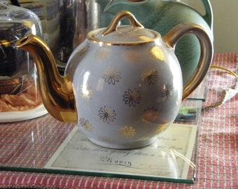 Hall Teapot Gold daisy all over pattern 12 cup capacity handle finial lid marked 0048gl USA