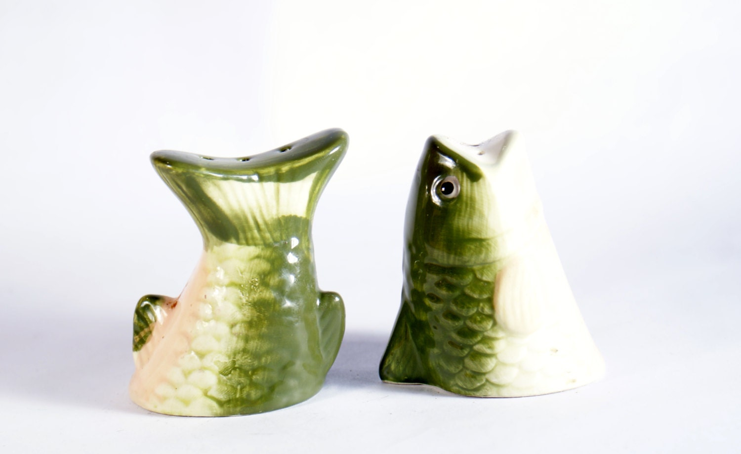 Green fish salt pepper and shakers vintage ceramic shaker set for Fish salt and pepper shakers