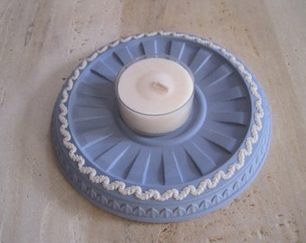 Wedgewood round blue candle holder