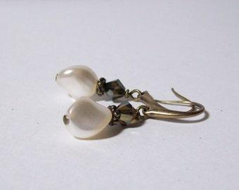 Swarovski Pearl Earrings. Small Dangle Earrings. Creamrose Pearl Earrings.