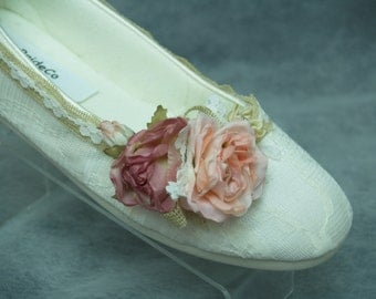 Rustic Wedding Flat Shoes, Burlap, Mauve Peach Flowers and Lace, cushioned wedding slippers, outdoor garden party, rustic country style