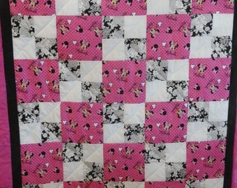 Everyone Loves Minnie!  Minnie Mouse Toddler Quilt in Pink, White and Black.  Fluffy, puffy cotton quilt.