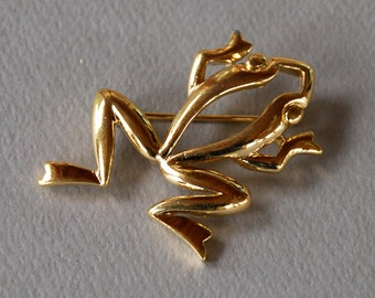 Vintage Crown Trifari Frog Brooch Gold Tone Silhouette Figural 1960's // Vintage Designer Costume Jewelry