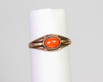 Vintage 10K gold ring with carnelian stone