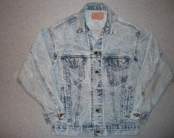 Vintage 1980s Levis Denim Light Blue Well Worn Jacket Retro Hipster Made In USA S Small