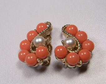 Vintage Classic Peach Earrings, Faux Pearls,  Clips