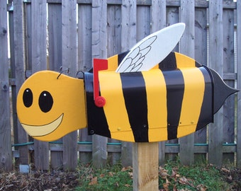 Novelty  mailboxes -  Bee  mailbox