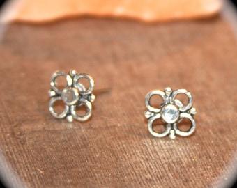 Silver Flower Stud Earrings, Tiny Earrings, Minimalist Jewelry, Flower Earrings, Flower Jewelry, Small Everyday Earrings