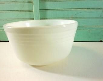 Large Vintage Pyrex Hamilton Beach White Mixing Bowl