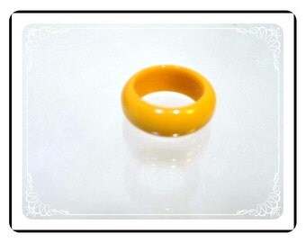 Vintage Bakelite Ring - Butterscotch Yellow - R1825a-121812000