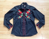 vintage 1980s rose embroidered snap up blouse. women's western top. retro clothing.