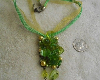 Stunning Spring Green Lamp Glass Necklace-N1390