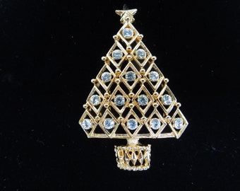 Vintage Christmas Brooch, Christmas Tree in Gold Tone with Rhinestones.  Nice