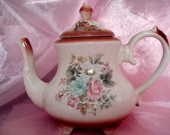 Vintage Teapot Arthur Wood England Rose Cottage Tea Pot Cottage Chic Unusual Shabby Cottage Chic 4 to 5 Cup