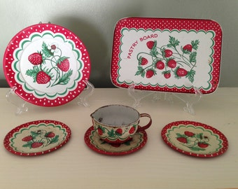 Antique Wolverine Kitchen Tin Toys Strawberry Design Pastry Board Plates Measuring Cup Collectible 1940s