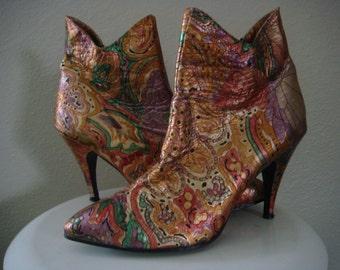 1980's 1990's Metallic Leather Pixie Stiletto ankle Boots Paisley Hippie Floral Print Size 6 7