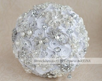 WHITE BOUQUET! Brooch bouquet, white silver wedding brooch bouquet. Bridal bouquet, keepsake bouquet, jewelery bouquet, bridesmaid bouquet.
