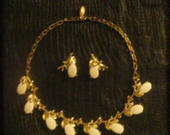 1970 Bakelite necklace & earrings,