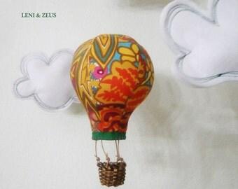 "Mobile ""Balloon ride"" POM POM"