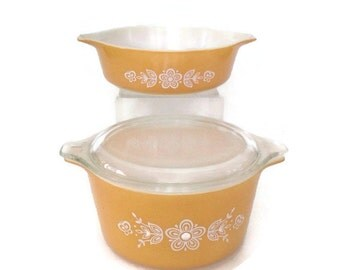 Vintage Pyrex - Butterfly Gold -1970's - Two Casseroles and One Cover - 1 Pint - 1 Quart - Glass Baking Dish - Yellow and White - Retro
