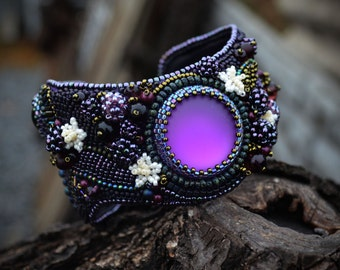 made to order - Beadwork jewelry - Beaded bracelet - Embroidered bracelet with Lunasoft cabochons