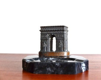 Dark marble ashtray ARC DE TRIOMPHE, souvenir from Paris, 1930s