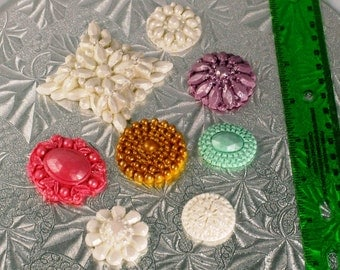 6 Solid-colored Fondant Jeweled Brooches for decorating cakes or cupcakes