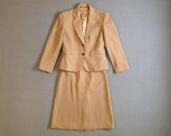 1970's, super smart, wool, jacket and skirt, suit set, in beige, Women size XS