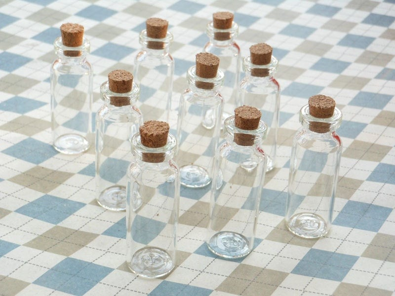 100 Mini Glass Bottles With Corks 15x44mm