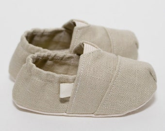 "Handmade ""Tom Style"" Baby Crib Shoes in a Cement Linen - College University Wear"