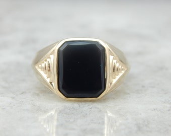 Vintage Traditional Yellow Gold and Onyx Mens Ring 0FEU94-D