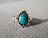 Vintage Sterling Silver Oval Turquoise Southwestern Style Scrolled Fancy Band Ring, Size 5