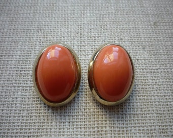 Vintage Large Oval Faux Coral Cabachon Gold Tone Clip On Earrings