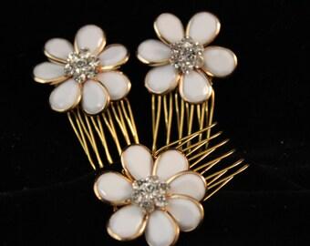 White Flower Hair Combs / Bridal Hair Accessories / Flower Girl / Flower hair clips