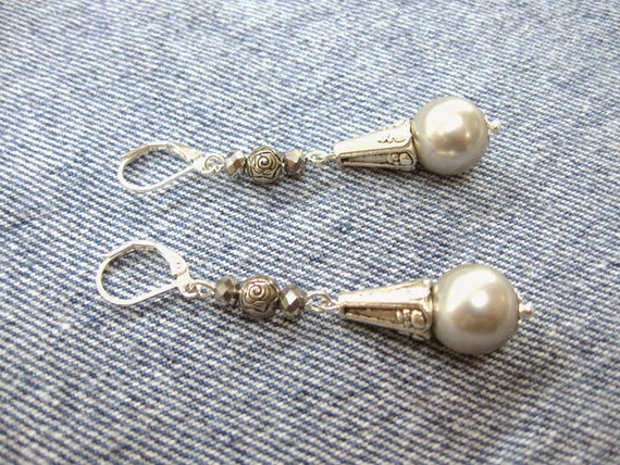 Gray Majorca Pearl Earrings With Pyrite Crystal Glass By
