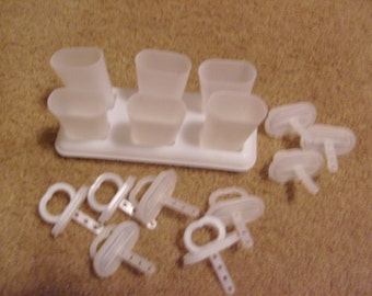 vintageTUPPERWARE POPSICLE SET with 3 extra tops used nice