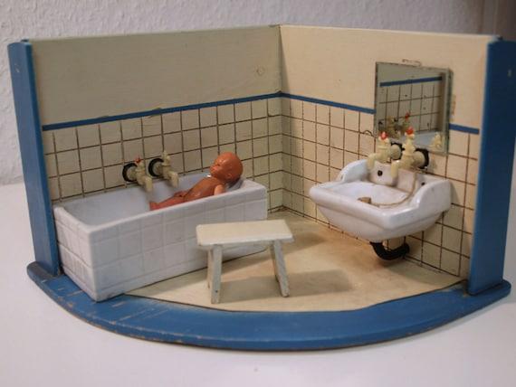Ancienne salle de bain maison de poup e avec porcelaine - Salle de bain maison ancienne ...