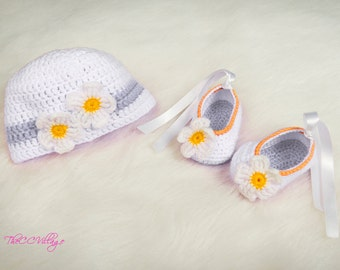 Crochet baby hat and shoes set, Newborn Baby girl Shoes and hats, white flowers