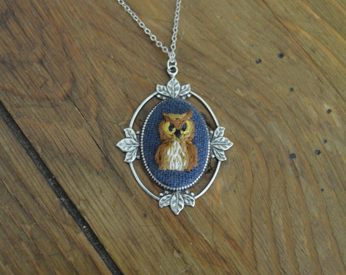 Owl Friend - hand embroidered necklace, forest, bird, owl, navy blue, night