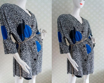 Stylish vintage matching Jacket and blouse.Cobalt blue. Geometric pattern.Cap sleeve  Crossed neckline. Shoulder pads. Light fabric.