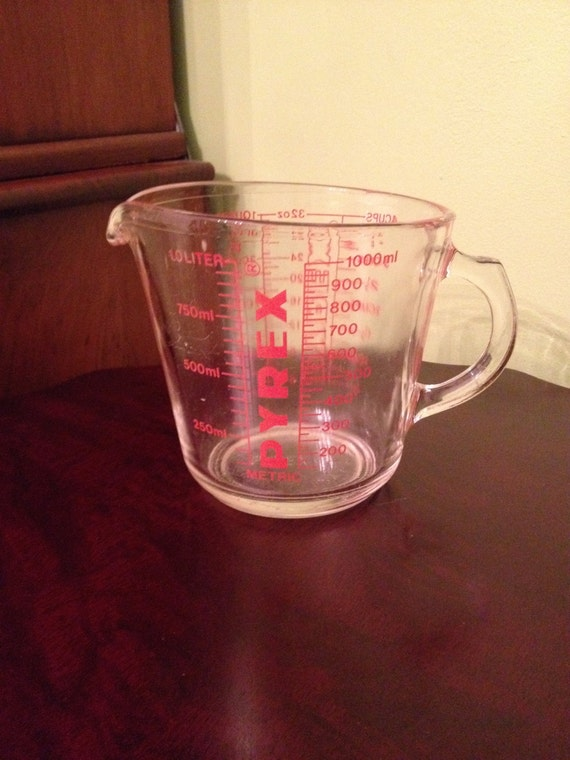 vintage pyrex glass 4 cup 532 measuring cup by thesuburbanpicker. Black Bedroom Furniture Sets. Home Design Ideas