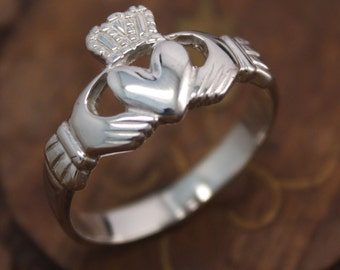 Mens claddagh ring, sterling silver celtic ring, irish jewelry.