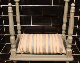 Upcycled Shabby chic dog/cat/pet bed