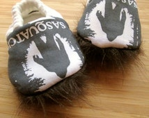 Bigfoot, Sasquatch, I want to believe, believer,baby shoes, baby moccs, vegan baby shoes,