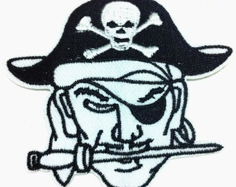 Rock Punk Skull Pirate Patch (8 x 7 cm) Embroidered Iron on Patch (BO)