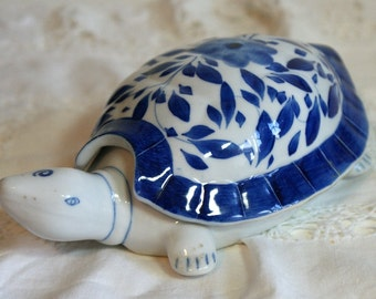 Blue and White Turtle/Tortoise lidded Pot