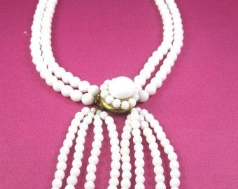 SALE 1950s lucite necklace choker