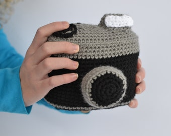 Handmade crochet amigurumi camera toy; toy; play camera; vintage camera; vintage lomography style camera