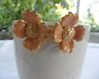 1940s Earrings Dogwood Earrings Peach Earrings Peach Gold Enamel Flower Earrings Dogwood Flower Studs Clip On Earings Peach Color